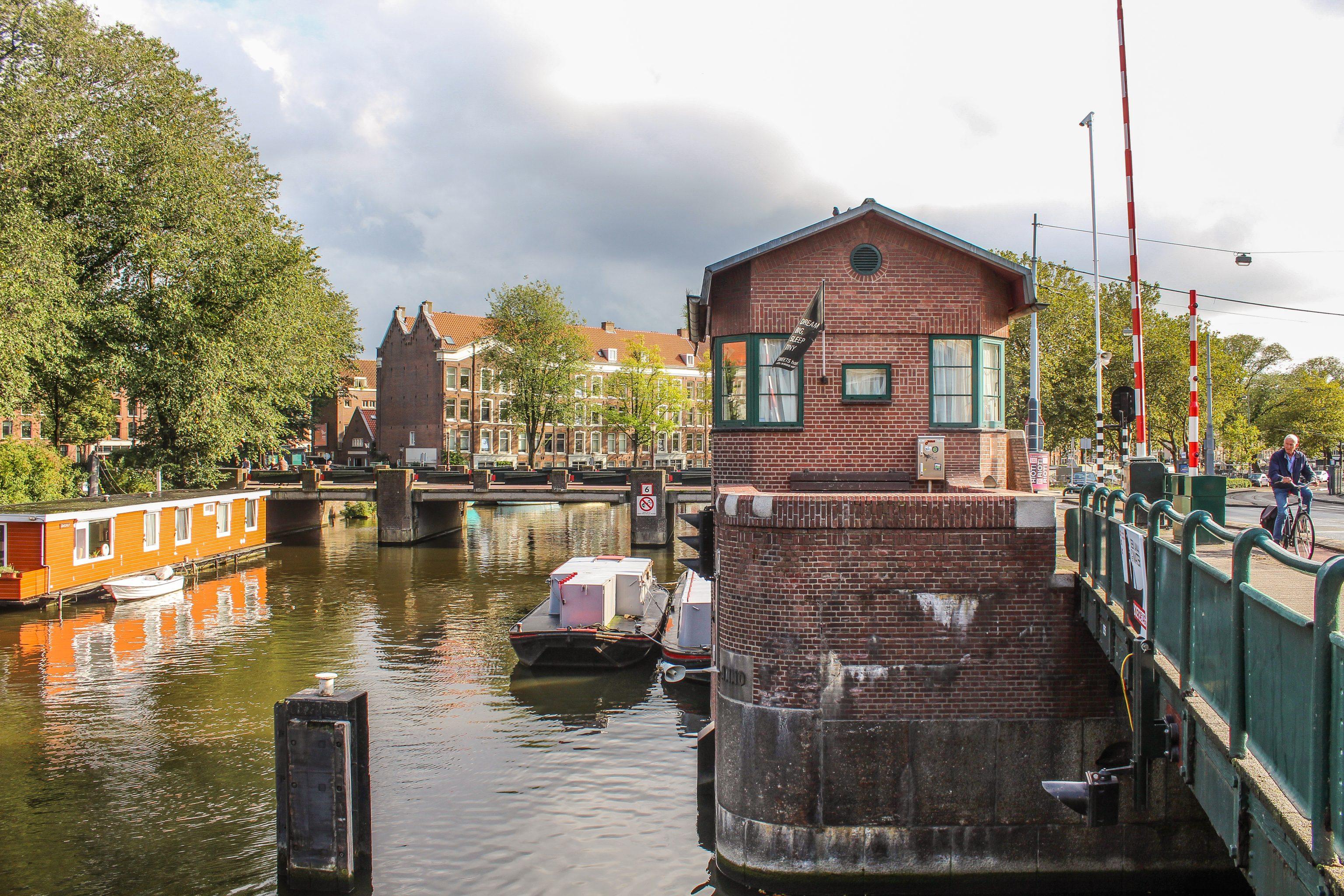 SWEETS Hotel Amsterdam brohus på kanal centralt i Amsterdam