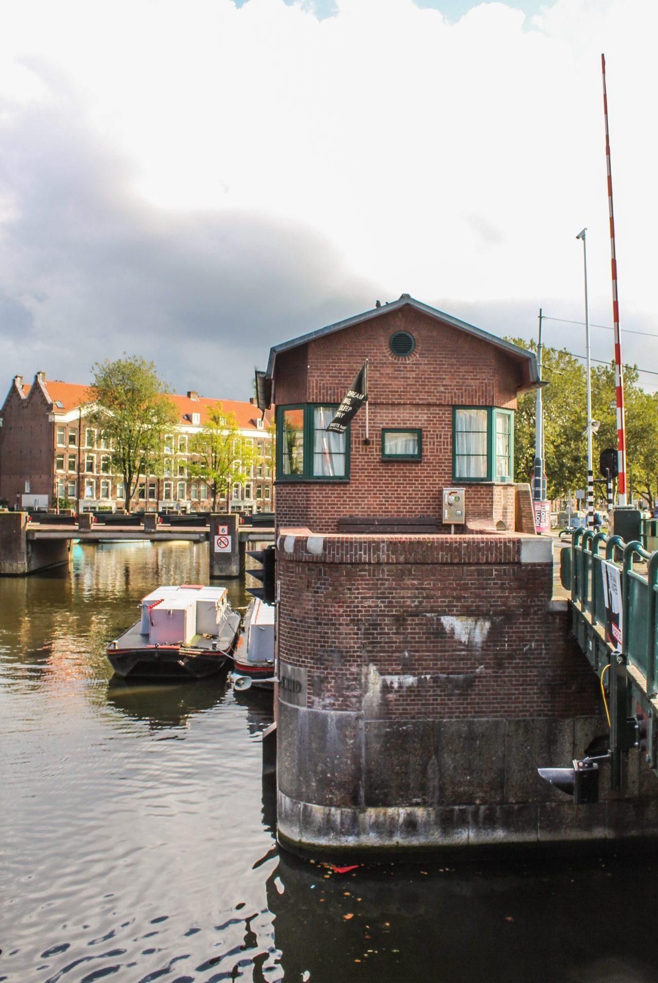 SWEETS hotel Amsterdam brohus centralt hotel i Amsterdam husbåd kanal